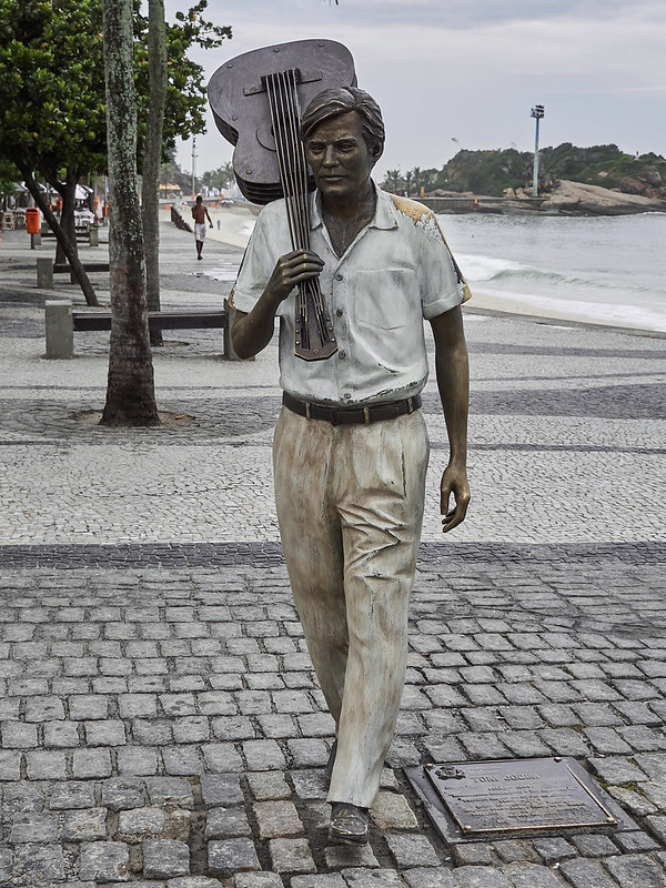 picture of a statue of Jobim with guitar