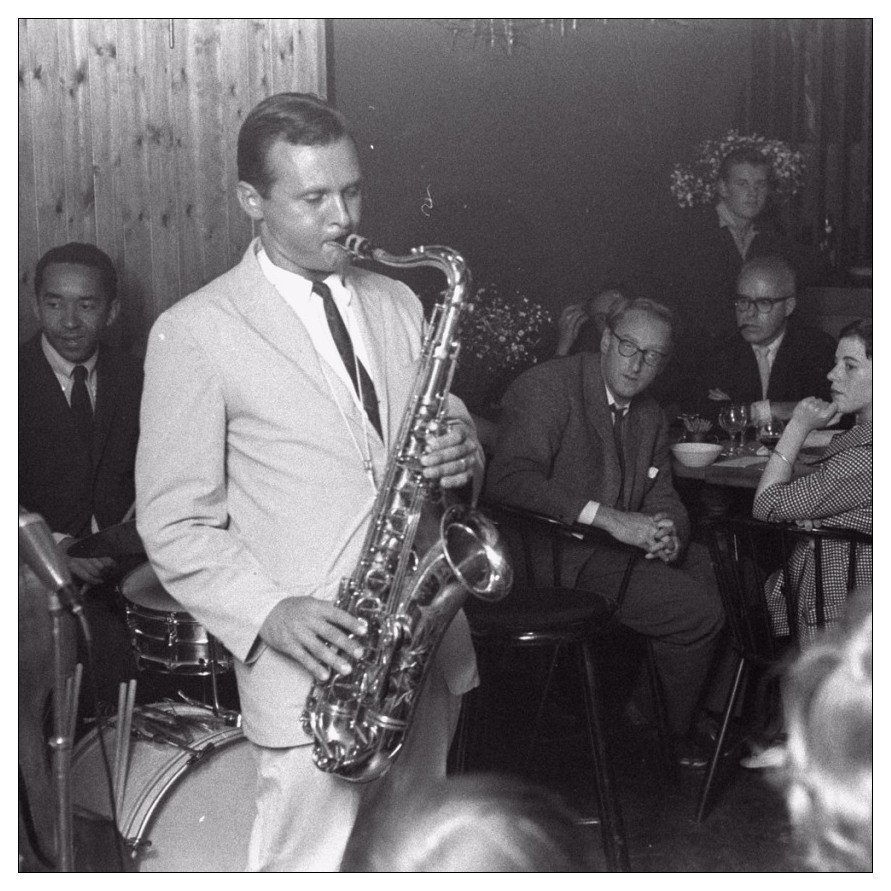 Stan Getz playing saxophone in a bar/club